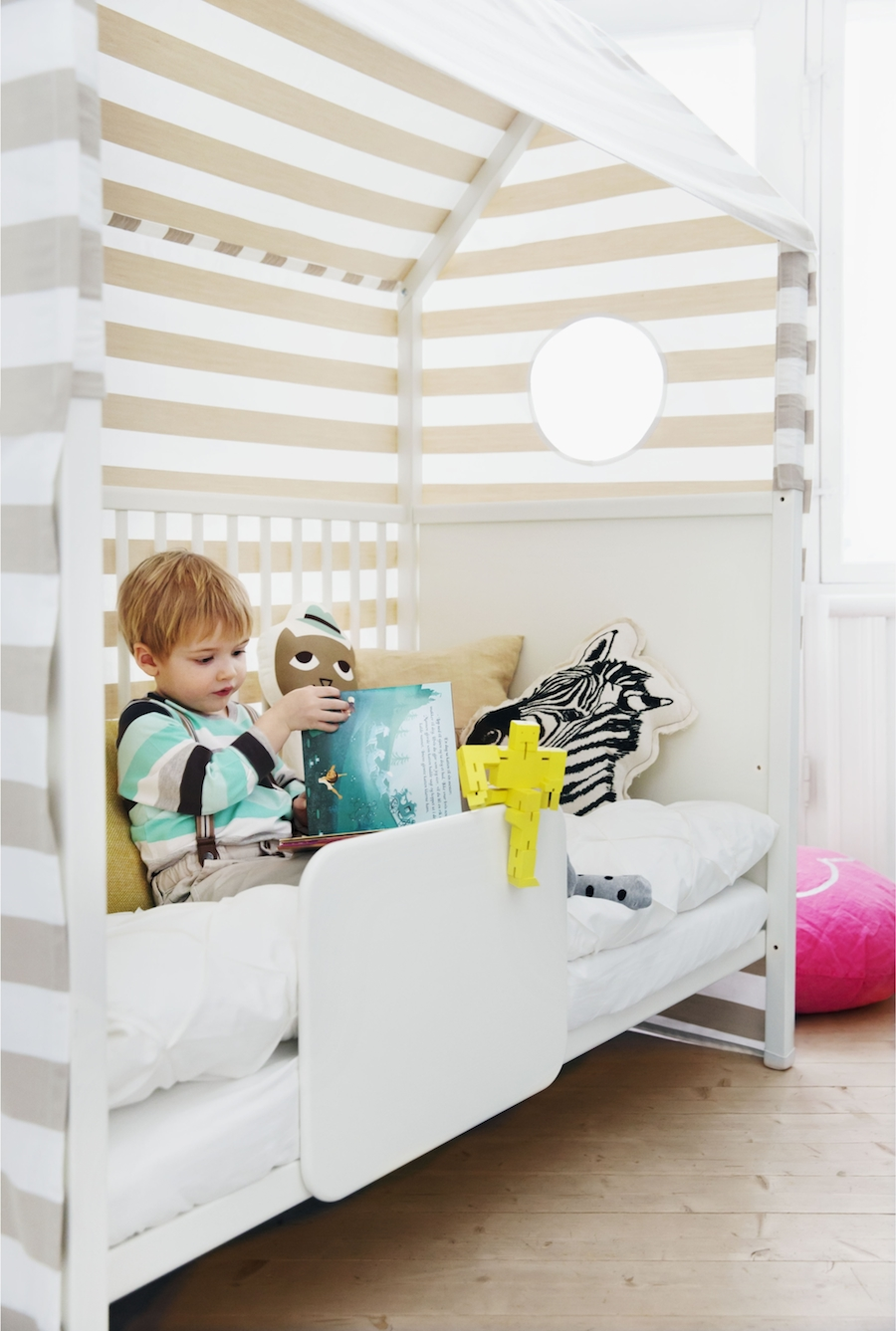 stokke bett free sleepi wchst vom ber das gitterbett bis. Black Bedroom Furniture Sets. Home Design Ideas