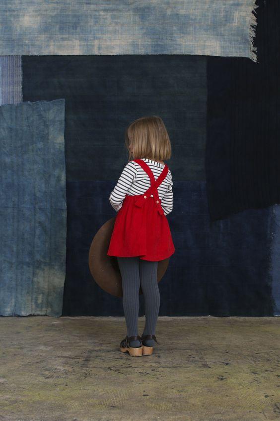 Herbststimmung-Mädchen-Roter Rock