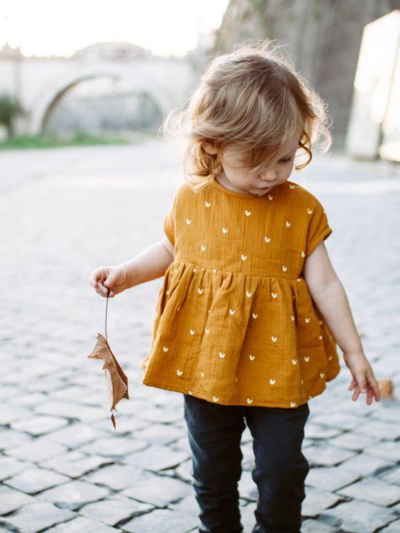 Herbststimmung-Mädchen-gelbes Top
